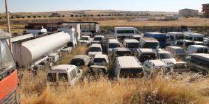 Midyat'ta Yediemin parklarında yüzlerce araç çürümeye terk edildi