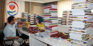 Yetimler Vakfı'nın kırtasiye yardım paketleri hazır