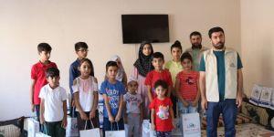 Bismil'de IHO-EBRAR'dan yetim öğrencilere kırtasiye yardımı