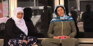 HDP binası önünde oturma eylemi yapan annelerin sayısı artıyor