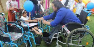 Silopi'de kendisi gibi 72 engelliye tekerlekli sandalye hediye etti