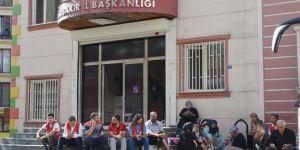 HDP önündeki oturma eylemi devam ediyor