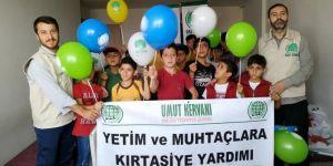 Kayseri'de yetim ve ihtiyaç sahibi öğrencilere kırtasiye yardımı