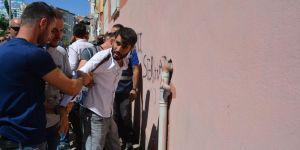 Diyarbakır'da oturma eyleminde gerginlik: 1 gözaltı
