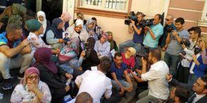 Aile Bakanı Selçuk eylemdeki anneler için Diyarbakır'da