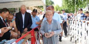 Şanlıurfa Balıklıgöl'de binlerce kişiye aşure ikram edildi