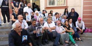 Diyarbakır'da oturma eylemi yapan ailelere destek artıyor