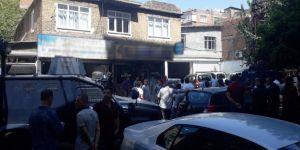 Diyarbakır Bağlar'da zırhlı polis aracı küçük çocuğun üzerinden geçti