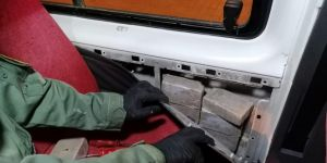 Edremit'te minibüste zulalanmış 50 kilo eroin ele geçirildi