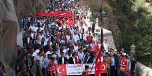 Bitlislilerden oturma eylemi yapan annelere destek mitingi