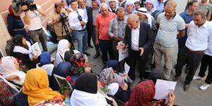 Diyarbakırlı aşiretlerden oturma eylemindeki ailelere destek ziyareti
