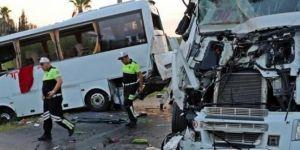 Rus turistleri taşıyan otobüs kaza yaptı: 15 yaralı