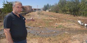 Kozluk'ta açıktan akan kanalizasyon halk sağlığını tehdit ediyor