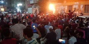 Egyptians take squares in hopes of revolution