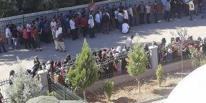 Viranşehir'de İŞKUR'un 240 kişilik alımı için uzun kuyruklar oluştu