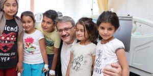 Vali ve Belediye Başkanından tedavi gören öğrencilere ziyaret