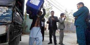 Afganistan'daki seçimler patlamaların gölgesi altında