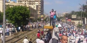 Egyptians are back on the streets: fall now parasite!