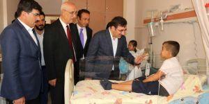 AK Parti Genel Başkan Yardımcısı Yılmaz, tedavi gören öğrencileri ziyaret etti