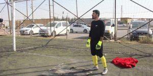 Nusaybin'de kaleci maça battaniye ile çıktı