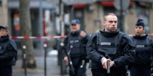 Paris'te polise saldırı: 4 ölü
