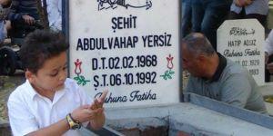Şehid öğretmen mezarı başında anılacak