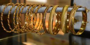 Kuyumcudan altın çalan kadın tutuklandı