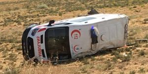 Nusaybin'de ambulans kaza yaptı