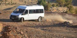 Kozluk'ta taşımalı eğitim öğrencilerinin zorlu okul yolculuğu