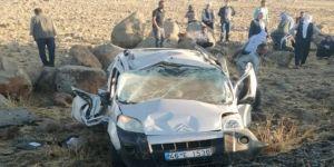 Çınar'da hafif ticari araç takla attı: 2 ölü biri ağır 4 yaralı
