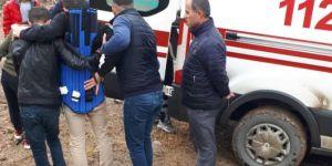 Minibüs yoldan çıktı: Bir yaralı