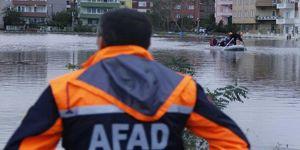 Şiddetli yağış sel ve heyelana yol açtı: Bir ölü
