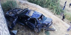 Kozluk'da otomobil şarampole yuvarlandı: 2'si ağır 4 yaralı