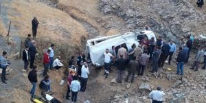 Batman Sason Karayolunda işçileri taşıyan minibüs şarampole yuvarlandı: Bir ölü 7 ağır yaralı