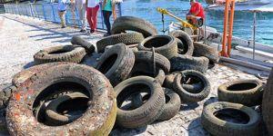 Antalya'da denizin dibinden bir kamyon dolusu lastik çıktı