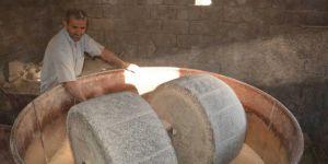 Hasadı yapılan pirinç taş değirmenlerde son aşamadan geçiyor