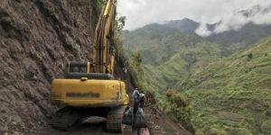 Çiftçileri taşıyan kamyon uçuruma yuvarlandı: 19 ölü 22 yaralı