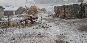 Tendürek geçidinde kar yağışı etkili oldu
