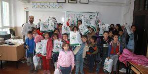 Avrupa Yetim Eli 'nden muhtaç öğrencilere kışlık giyim yardımı