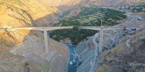 Türkiye'nin en yüksek köprüsünde sona yaklaşıldı