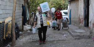 Umut Kervanından Mevlid Kandili dolayısıyla giyim ve gıda yardımı