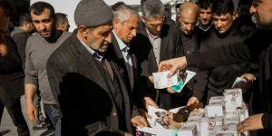 Bitlis Belediyesi 2 bin kişiye kandil simidi dağıttı