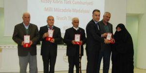 """Kıbrıs gazilerine """"Mili Mücadele Madalyası"""" verildi"""