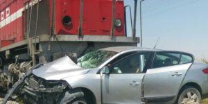 Bor'da yük treni otomobile çarptı:1 ölü, 2 yaralı