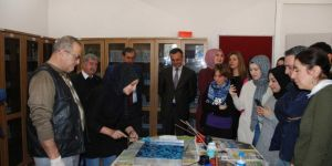 Bitlis'te öğretmenler ebru sanatıyla buluşturuldu