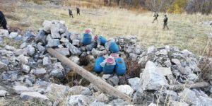 Bitlis kırsalında PKK'ye ait bir ton gıda malzemesi ele geçirildi