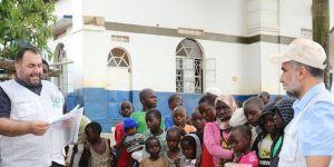 Avrupa Yetim Eli Uganda'da adak ve akika kurbanı dağıttı