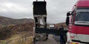 Şirvan'daki kazada hurdaya dönen kamyonette burnu bile kanamadı