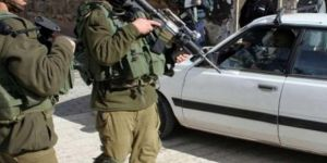 Zionist gangs photograph dozens of homes, seizes cars in W. Bank town