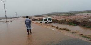 Mardin'de sel nedeniyle mahsur kalanlar kurtarıldı